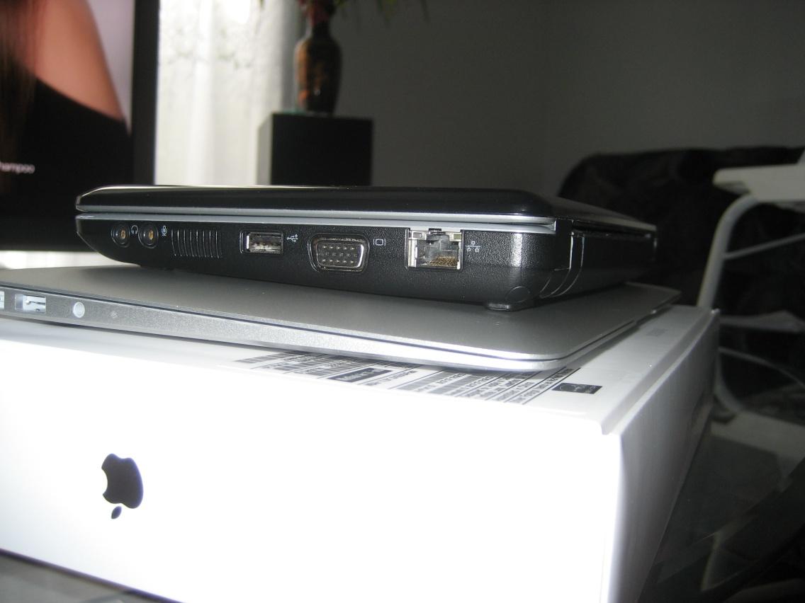 Macbook Air 11-inch 2011 - Compared to Dell Mini 9